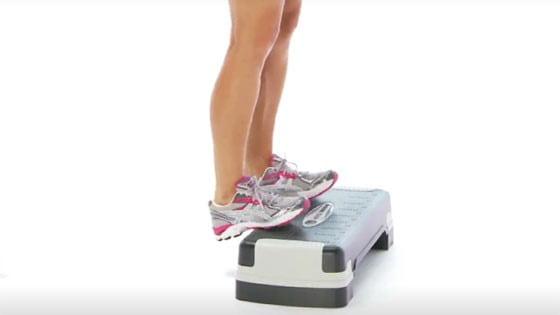 بالا آوردن ساق پا برای درمان پیچ خوردگی مچ پا