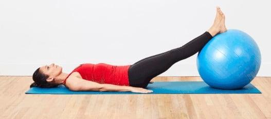 حرکت جمع کردن عضله همسترینگ برای درمان التهاب زانو