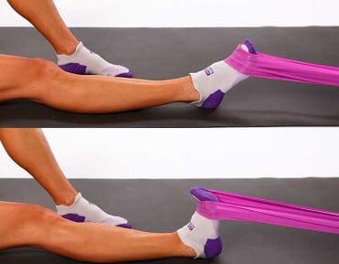 خم کردن پا به سمت عقب با ایجاد مقاومت برای درمان پیچ خوردگی مچ پا