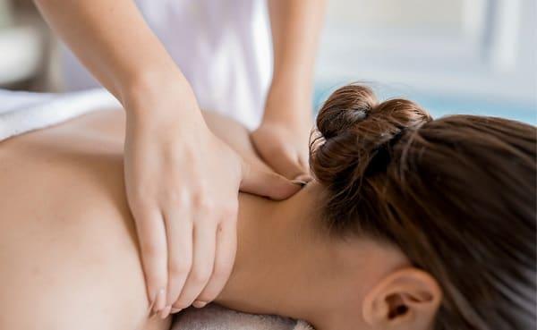 ماساژ برای درمان گردن درد
