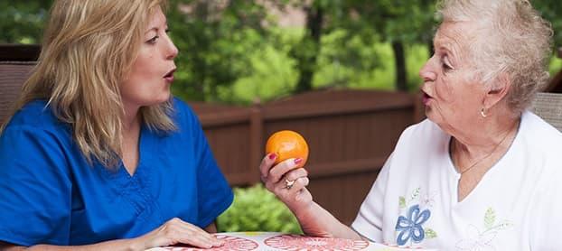 متخصص گفتار درمانی چه کمکی به بیمار سکته مغزی میکند
