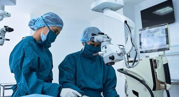 نحوه انجام جراحی میکرودیسکتومی