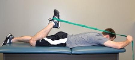 کشش عضلات چهار سر ران در حالت خوابیده به شکم