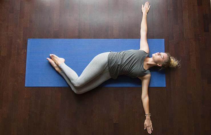 تمرینات ورزشی برای کنترل درد کمر :کشش کمر
