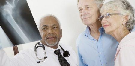 وقتی اولین بار به پزشک متخصص درد مراجعه می کنید، چه چیز باید به همراه داشته باشید؟
